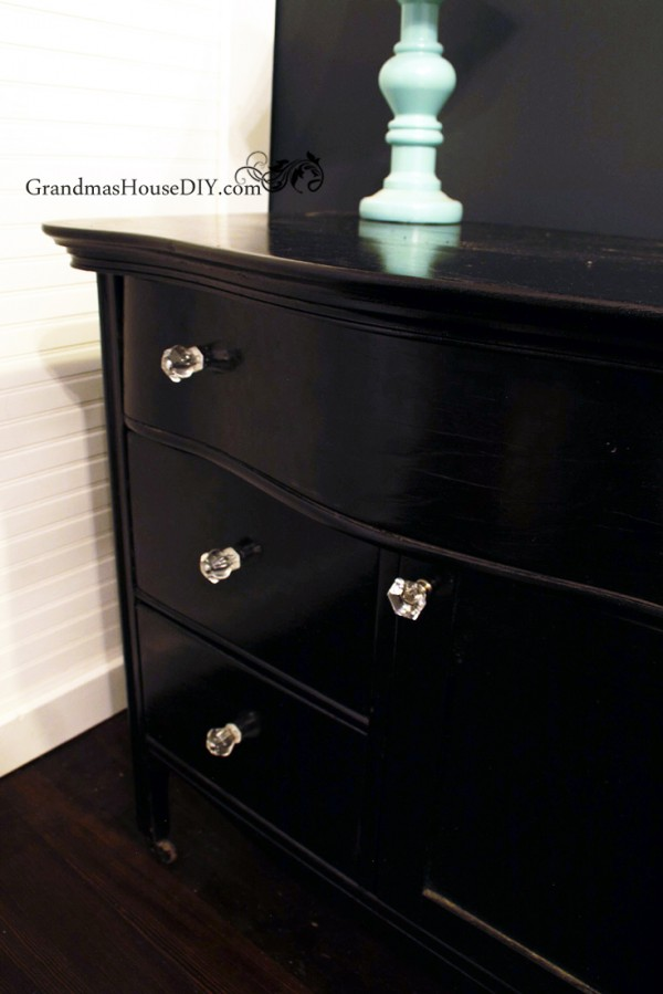 Painting and giving an a fresh coat of black paint to an old washstand to match my entire bedroom set! Hollywood glam, black paint and glass knobs @GrandmasHousDIY