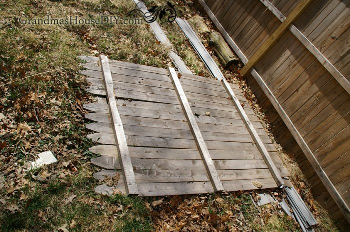 How To Build A Room Divider Out Of A Privacy Fence Panel