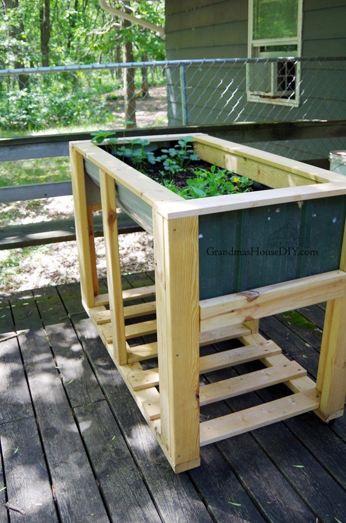 Build a tall garden planter on wheels diy wood working do it yourself for easy an easy to weed vegetable garden on your deck or in your yard!