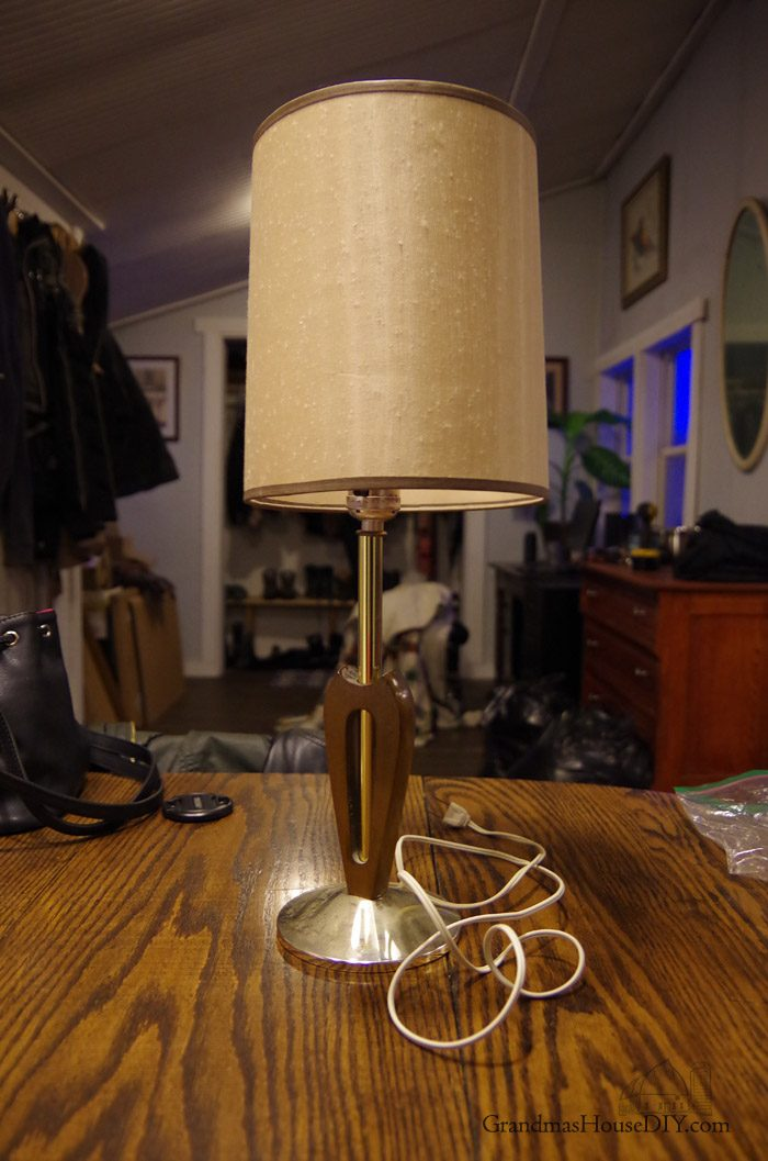 Lamp Gets A Country Girl Makeover Using License Plates