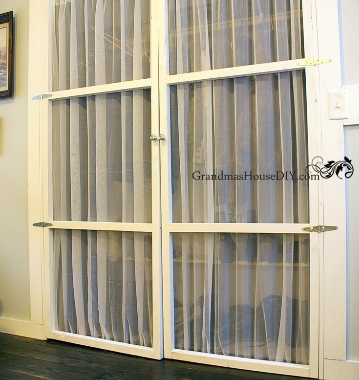Closet door alternative, light, easy to make and beautiful. Tip and tutorial on how to make your own closet doors DIY.