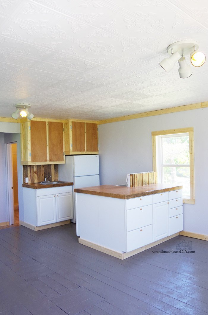 After two weeks and $3,000 the little house remodel is finally complete! Come see the before and afters pics and how we did it fully diy!