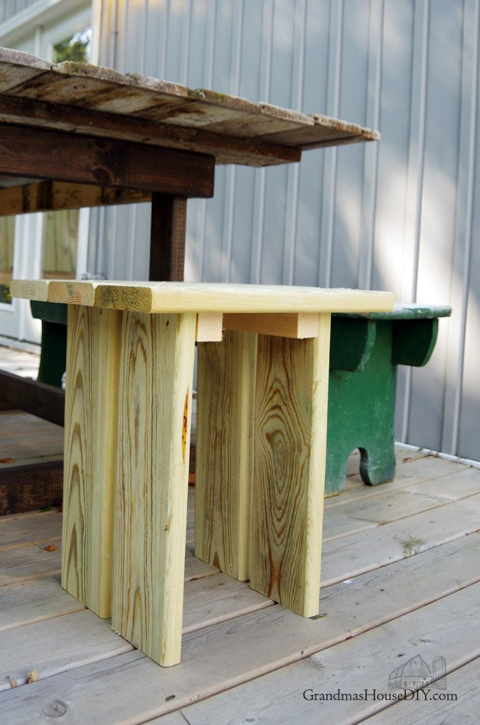 How to build an outdoor stool for your backyard or deck, modern and easy how to out of green treated lumber, foot rest, wood working, diy, do it yourself
