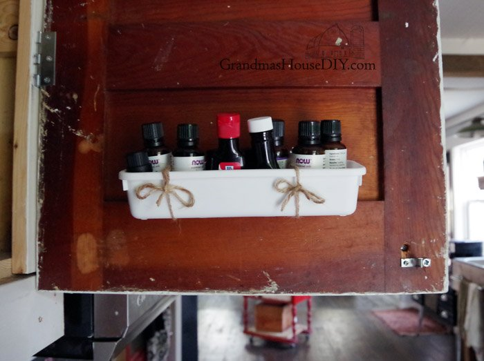 Second installment of farmhouse hens decorate, a kitchen project, I sort and organize my spice cabinet using mason jars, shaker lids and chalkboard paint!
