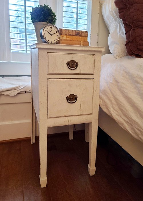 Kim from Shiplap and Shells - A Simple and Easy Way to Upscale a Garage Sale Table