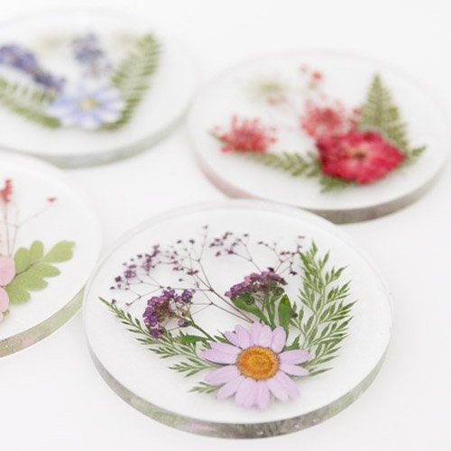 DIY Resin Coasters With Pressed Dried Flowers