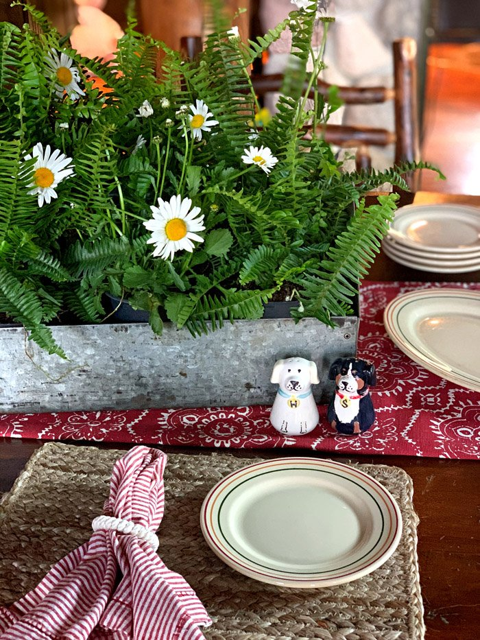 KRISTIN FROM WHITE ARROWS HOME – Summer Cottage Tablescape