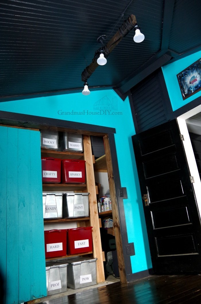 Come see how I converted my extra bedroom into my brand new workshop space with black ceilings, teal walls and pine hardwood floors! Workshop Reveal
