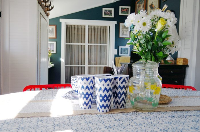 A spring picnic tablescape for our dining room and a few updates since the last reveal of my dining room entryway and office combination! New bench!