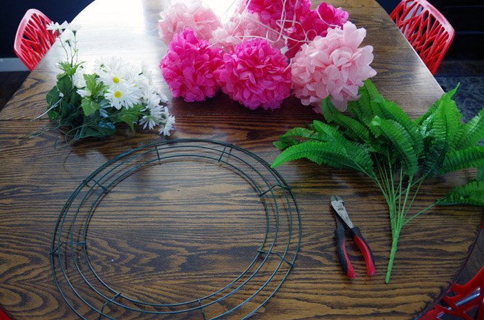 Making a birthday keespake wreath for my best friend using paper pompoms and wreath materials, do it yourself, diy, paper crafts with the farmhouse hens