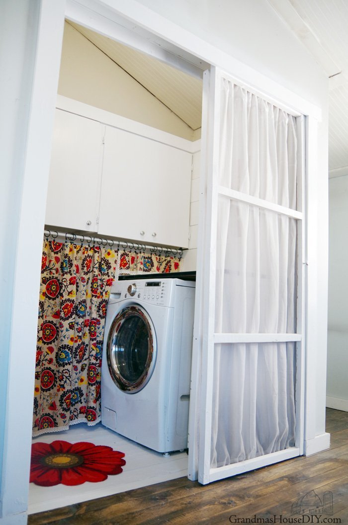 Finally we have come to my reveal of my new laundry room! Yep, I am not longer calling it a closet - I believe this space deserves to be labeled a room.
