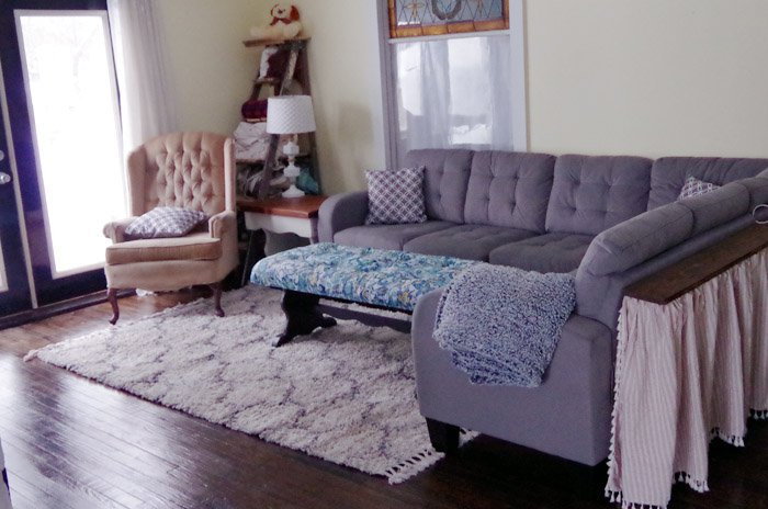 How to pick the perfect living room area rug, neutrals, grass, braided rug, round, oval, square rectangle, do it yourself choosing the right pallet