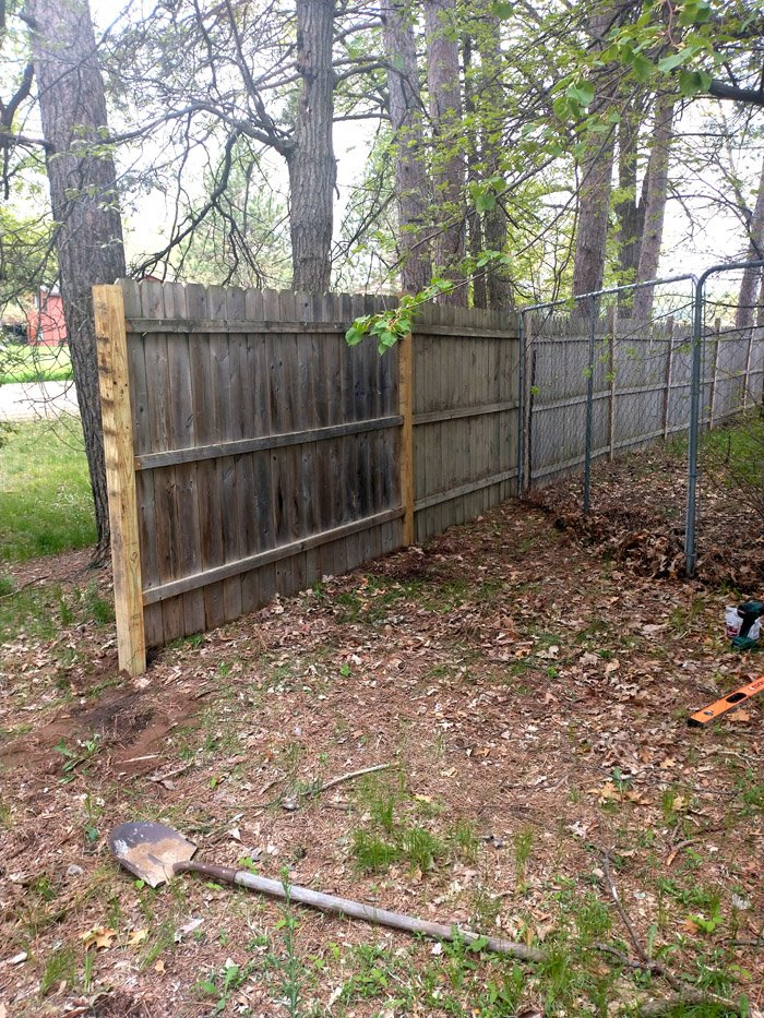 Expanding the Dog Kennel with free privacy panels from my mom, creating privacy, a bigger dog run and cutting down on