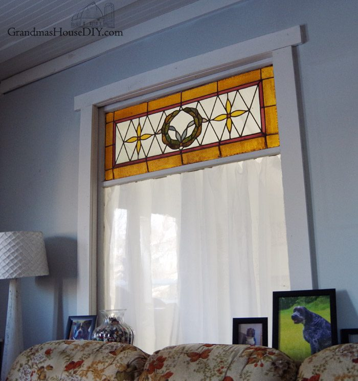 How to hang and make no-sew easy curtains for my guest bedroom and library. Covering up my big stained glass window between the guest room and my living room so guests get some serious privacy but my living room still gets some light!