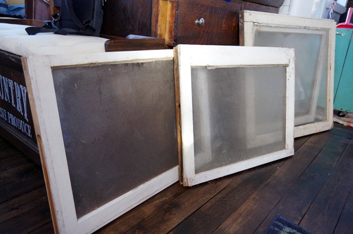 How to create build a serving tray for my living room by upcycling an old window using glass spray and brand new knobs and handles, easy upcycle