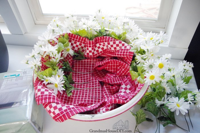 Booze and Bedding for my mom for Mothers Day. A simple gift basket for mom with daisies, red check, wine and the california design den sheets