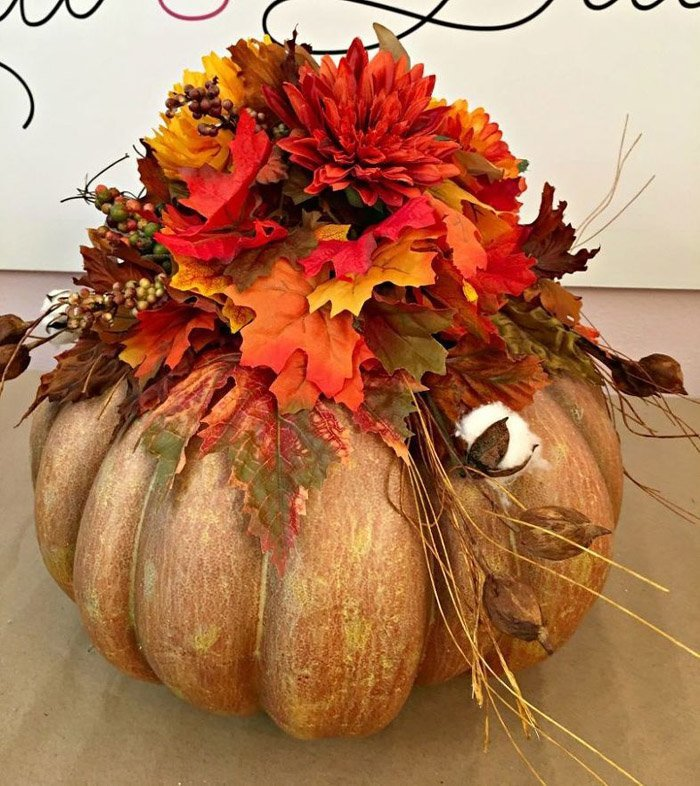 OMG Pumpkins everywhere! Hometalk Fall Inspiration board, wreaths, decorating and autumn inspiration for your orange and yellow with flowers and pine cones