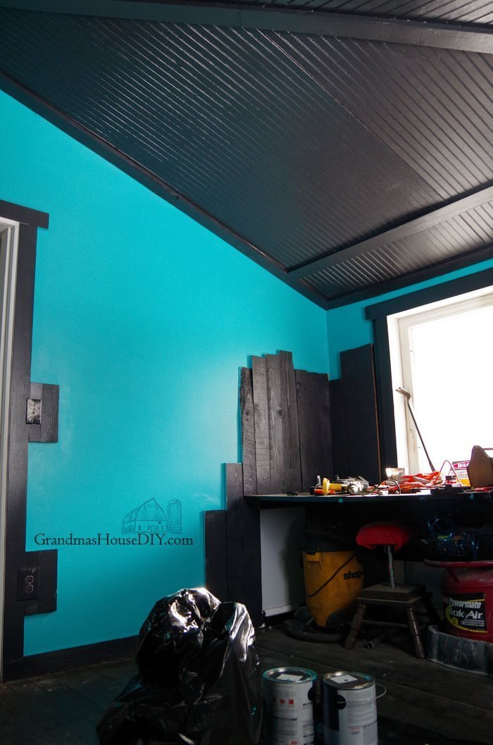 Painting my workshop ceiling in black paint, come and join the darkside. Creating a fancy new workshop out of an old bedroom with teal and black paint