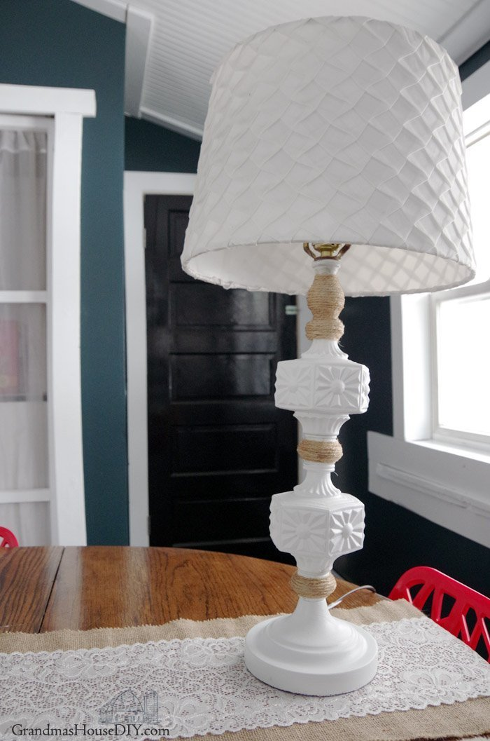 Thrift Store Lamp gets a Country Makeover with Twine and Paint! Working on the new design of my living room and creating cohesion between two lamps.