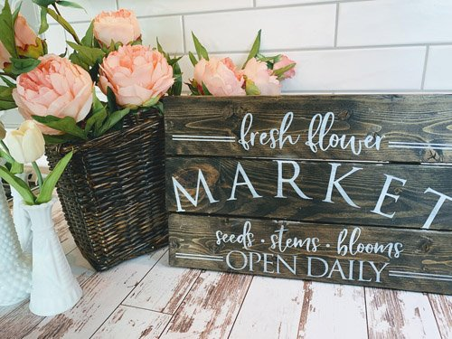 Niky from The House on Silverado - DIY Thrfit Store Farmhouse Sign Makeover